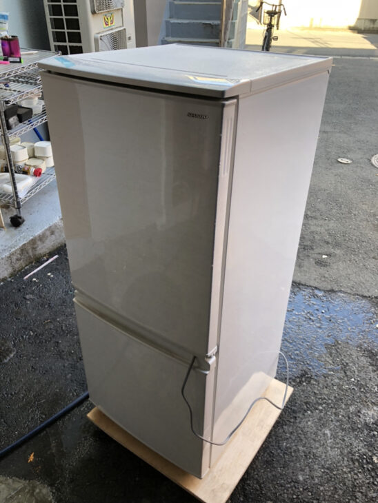 シャープ製冷蔵庫SJ-D14D-Wをお売り頂きました。