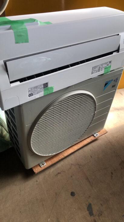 ダイキンATC22VSE6-W 4階でも階段作業費・取外し作業費一切なしでお買取りです。