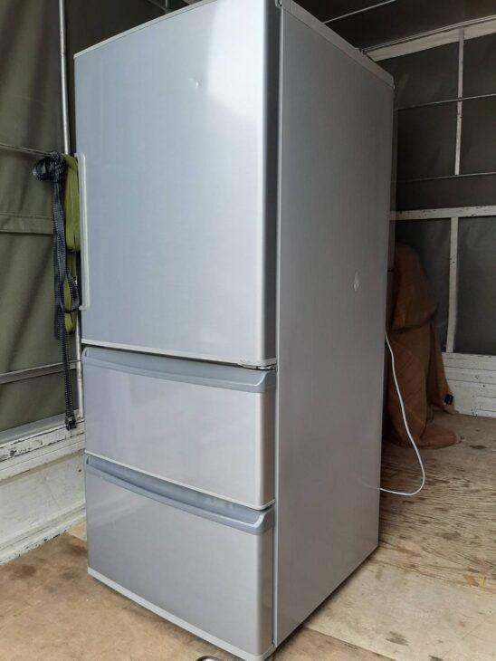 アクア製の冷蔵庫AQR-271Fをお売りいただきました