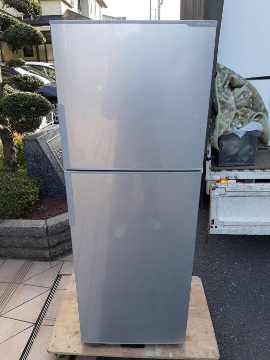 シャープ製の2ドア冷蔵庫をお引取りいたしました