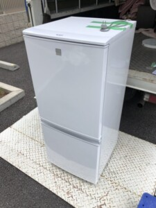 SHARP(シャープ) 137L 2ドア冷蔵庫 SJ-14E5-KW 2018年製