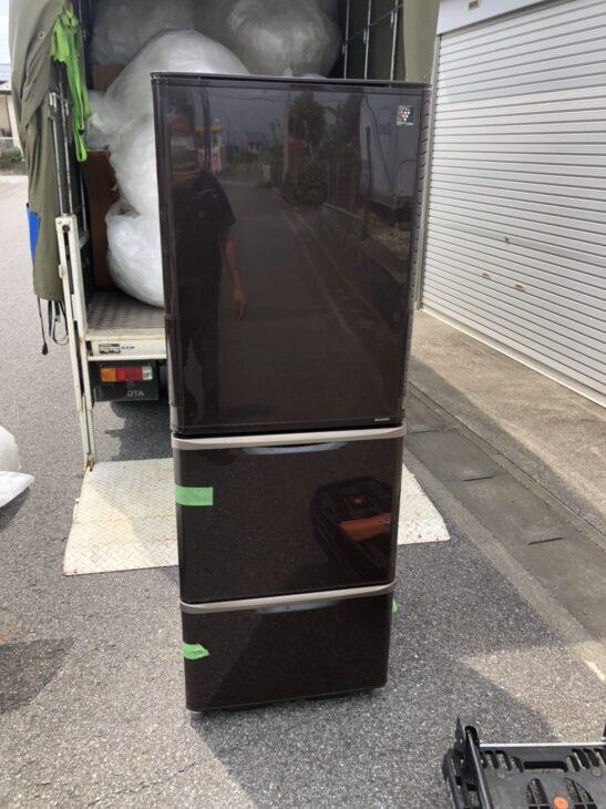 【埼玉県久喜市】シャープの3ドア冷蔵庫を無料で引き受けました。